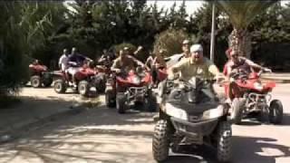 Смотреть клип Club Dogo Feat Karkadan - Ragazzi Fuori