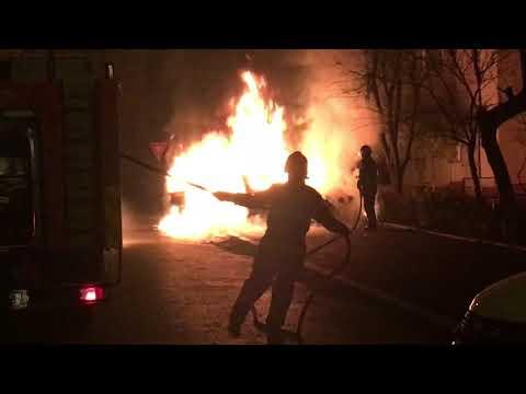 Craiova: BMW incendiat într-o parcare din cartierul George Enescu