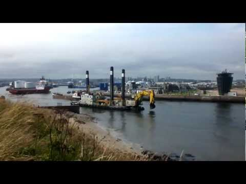 Timelapse E.R. Georgina Docking as the Long Sand Barge Pulls up alongside the Nordic Giant