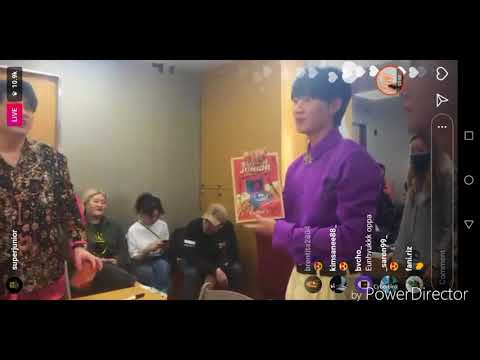 Playful SUPER JUNIOR IG Live in waiting room with EXO-CBX 2nd Album