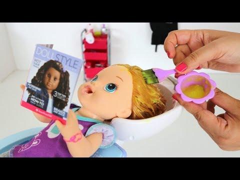 La Muñeca Baby Alive Sara y su Mami haciendo cambios de look💄💅en la Peluquería!!! Totoykids