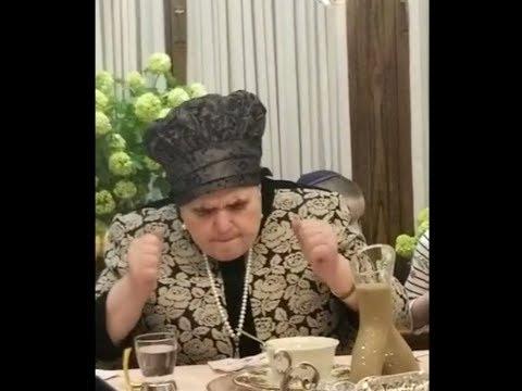 Belz Rebbetzin Leading Tish