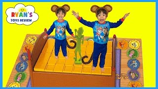 Monkeys Jumping on the Bed Games for Kids!!!