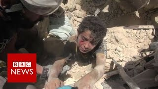 Moment boy rescued from Aleppo rubble - BBC News