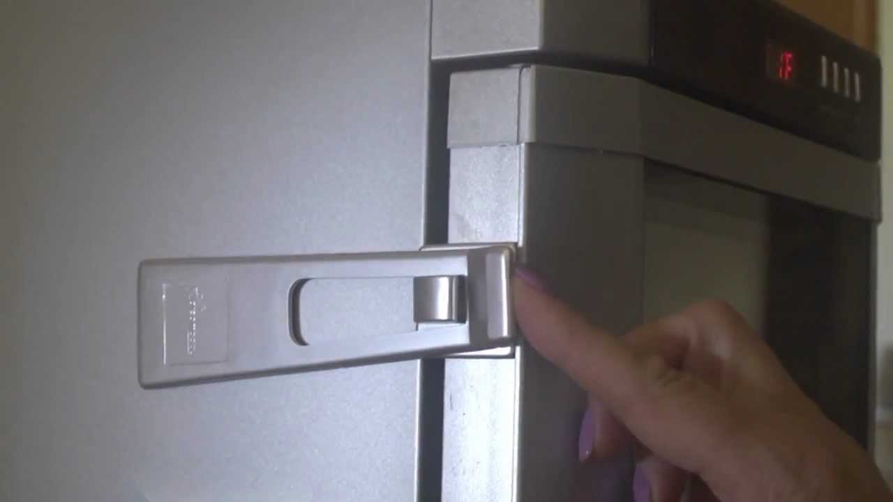 Dreambaby Style Refrigerator Latch 1002 Youtube