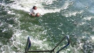 Морская прогулка в Бердянске (Азовское море, коса). Boat trip in Berdyansk ( Azov Sea)(Видео показывает прогулку по Азовскому морю на катере и купание на острове. Посадка на катер производится..., 2015-07-03T17:24:31.000Z)