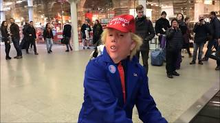 DONALD TRUMP PLAYS BOOGIE PIANO AT THE MALL