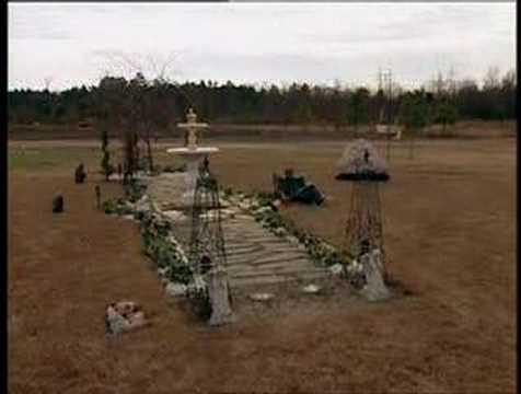 Tupacs Memorial Grave