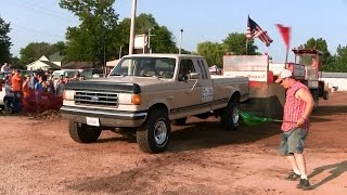 Central Illinois Truck Pullers - 2014 Four-Wheel Drive Factory Stock Gas - Truck Pulls Compilation