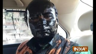 Sudheendra Kulkarni Attacked, Smeared Black Ink on Face by Shiv Sena Workers - India TV