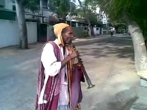 Super talented street musician in Chennai - Feb2013