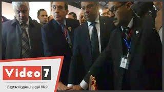 رئيس هيئة البريد يفتتح معرض الطوابع احتفالا بمرور 150 عاما على إصدار أول طابع مصرى