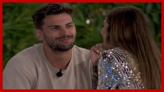 Darylle Love Island: ITV2 viewers spooked out over 'weird' dress choice as Darylle Sargeant kisses