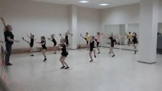 Часть хореографической тренировки нашей команды)
