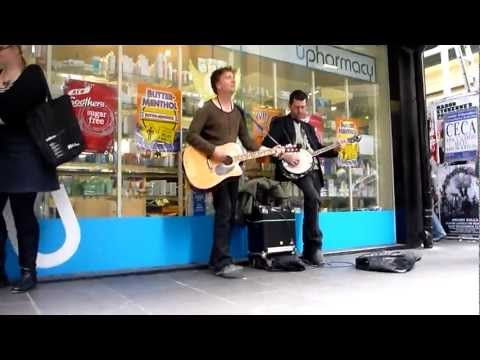 Irish streetmusicians playing celtic music in Melbourne, Australia