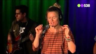 Sandra van Nieuwland - Hunter (live bij Evers Staat Op)
