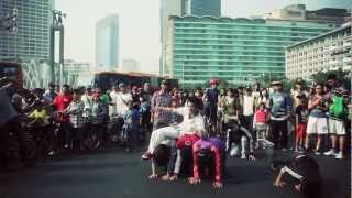 Flashmob Kotak Kotak JOKOWI dan BASUKI [OFFICIAL]