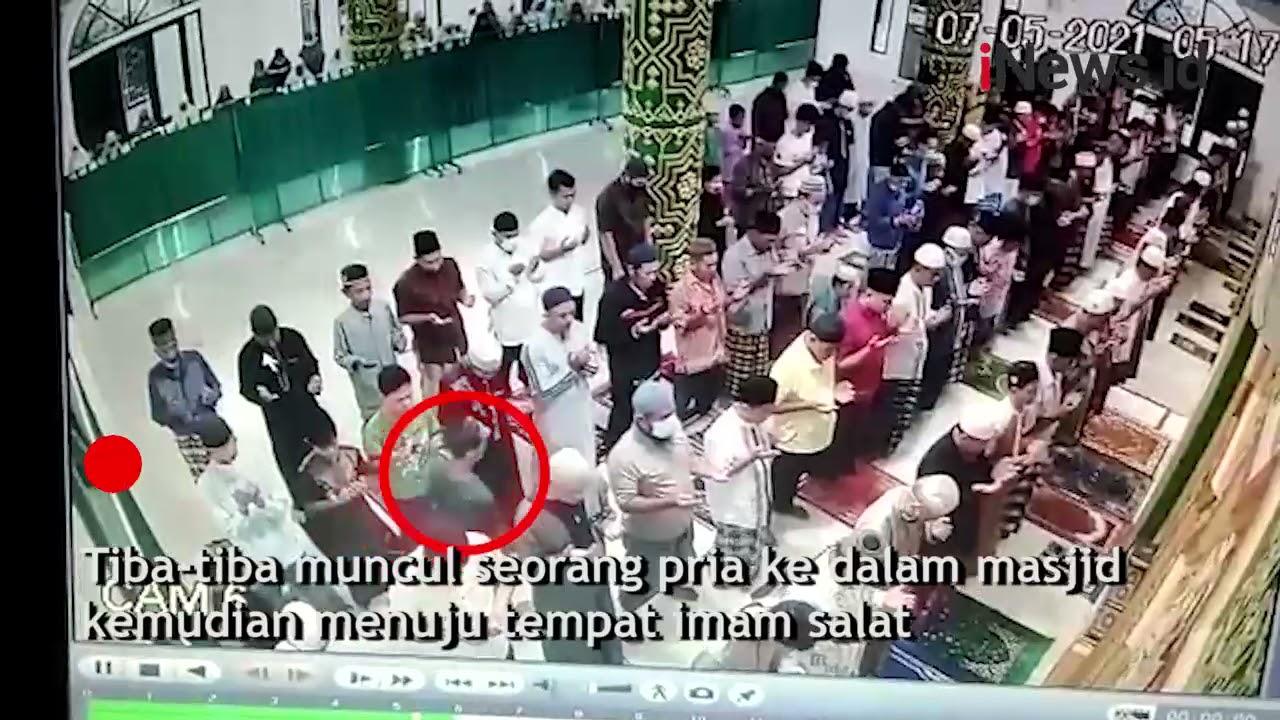 Terekam CCTV, Pria Aneh Tampar Imam Salat di Pekanbaru, Pelaku Langsung Dihajar Jamaah