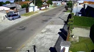 Perseguição policial termina com suspeito 'arremessado' de carro no Paraná; veja vídeo