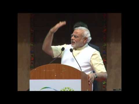 Shri Narendra Modi addressing National Ayurveda Summit 2014 at Mahatma Mandir