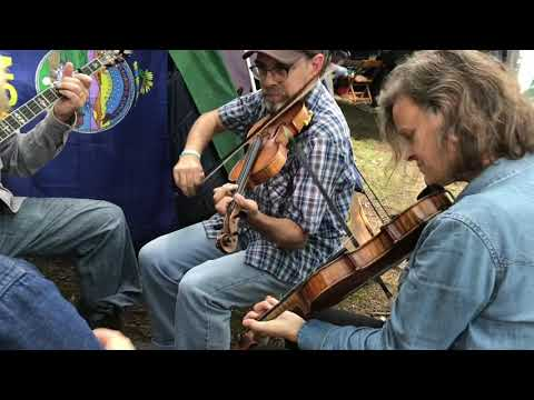 Porter's Reel  Spencer & Rains twin fiddle with Pete & Kellie  Clifftop 2018