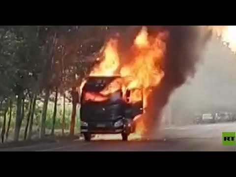 شاهد.. سائق شاحنة مشتعلة يخاطر بحياته لإنقاذ آخرين  - نشر قبل 3 ساعة