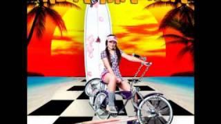 India Malhoa-DJ aumenta o som