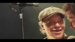 Kim Larsen & Kjukken - Køb bananer (Officiel Live-video)
