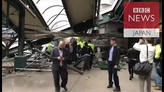 米ニューヨーク郊外で通勤列車が駅舎に突っ込む 当局が捜査開始