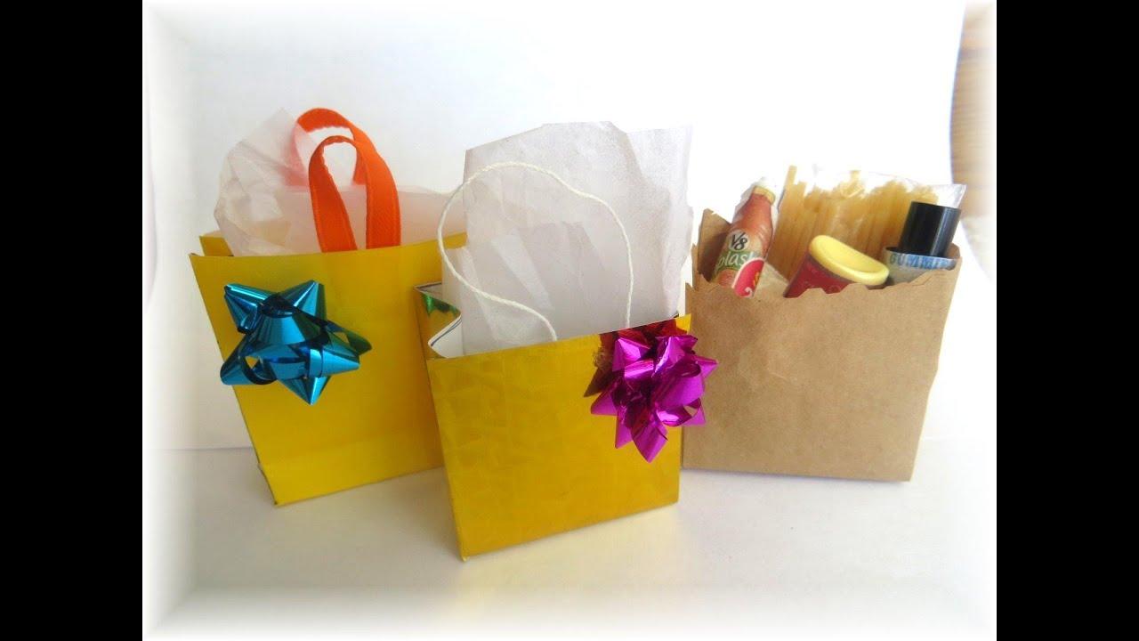 ecc6b5696 Cómo hacer bolsas de compras o regalo para muñecas / How to make doll  sopping/gift bags