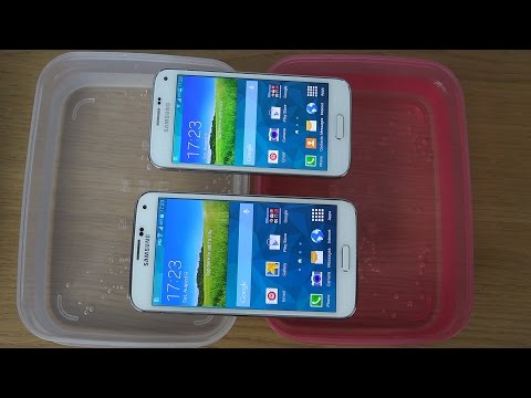 Samsung Galaxy S5 vs. Samsung Galaxy S5 Mini - Water Test (4K)