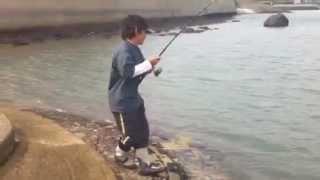 佐賀県有明海でシーバス釣り中に巨大モンスターに遭遇! thumbnail