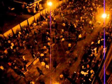 מכונית דורסת מפגינים במצרים - קשה לצפייה