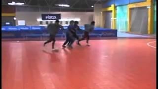Выход под удар с блокировкой- футзал мини-футбол futsal skills goal tricks(Больше интересных фото и видео о футболе, футзале и пляжном футболе вы найдете в нашей группе - vk.com/futsalmania..., 2015-02-01T21:33:22.000Z)