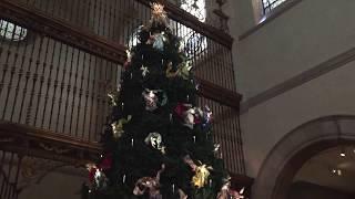 Скачать Christmas Tree At The Met Metropolitan Museum Of Art New York