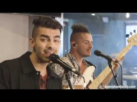 DNCE Perform 'Cake By The Ocean'