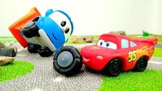 Leo der Lastwagen und Lightning McQueen. Spielzeugautos für Kinder.
