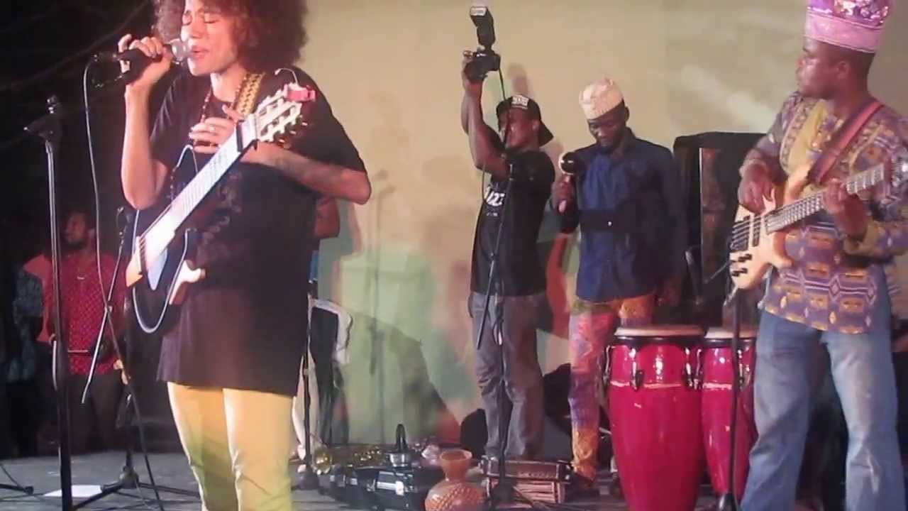 Download Nneka playing live in Lagos Freedom park, Lagos Island, Afropolitan Vibes Concert