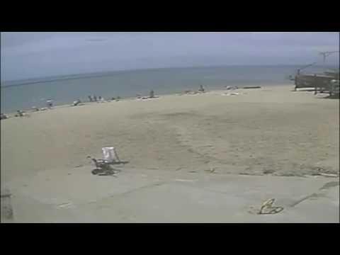 Fast rogue wave hit beach