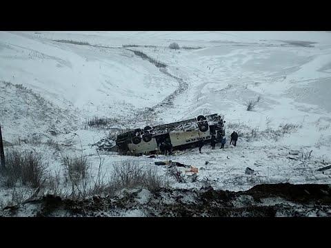 В Тамбовской области пассажирский автобус упал в кювет — видео