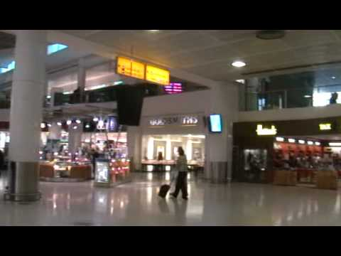 17d784a2aa3 Gatwick Airport.Retail area