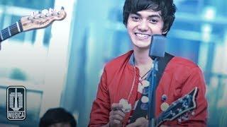 FRIDAY - Biarkan Ku Menanti   (Official Video)