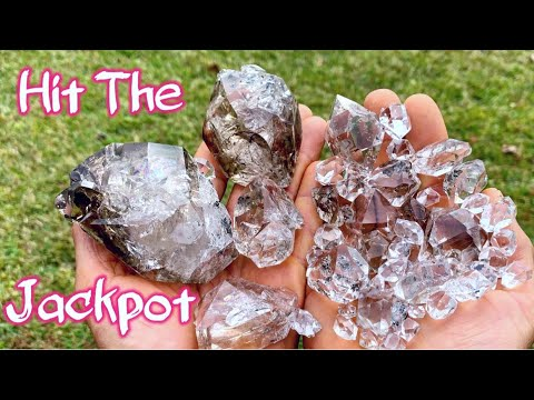 Herkimer Diamond Mining A Trophy Pocket In New York | Quartz Crystal Digging!