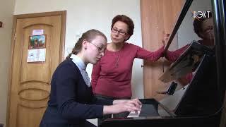 Моцарт и Бах зазвучат по-новому. ДШИ 'Лира' получила в подарок новое пианино