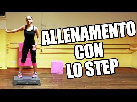 Allenamento con lo step per dimagrire e tonificare i muscoli da fare a casa o in palestra