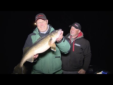 Fishing MONSTER Spring Walleyes - Larry Smith Outdoors TV