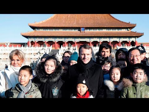Visiting French President tours Forbidden City