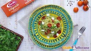 Spaghetti Integrali Con Pomodorini Confit, Feta E Pesto Leggero Di Rucola