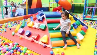 DIVERSÃO NO PARQUINHO Amusement Family Fun Park and funny playtime with cute kids Video for kids