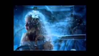 Алла Пугачева Нас бьют - мы летаем(Fan video. это не официальный клип. спокойствие. каждый услышит в этой песне что-то свое. я услышал то - что вы..., 2014-04-15T13:00:34.000Z)